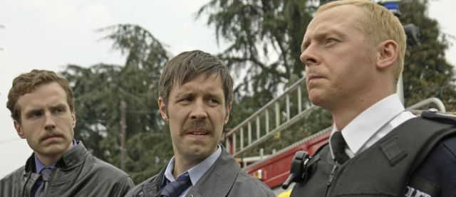 Nicholas Angel (Simon Pegg) es humillado por sus compañeros por su perfección como policía.