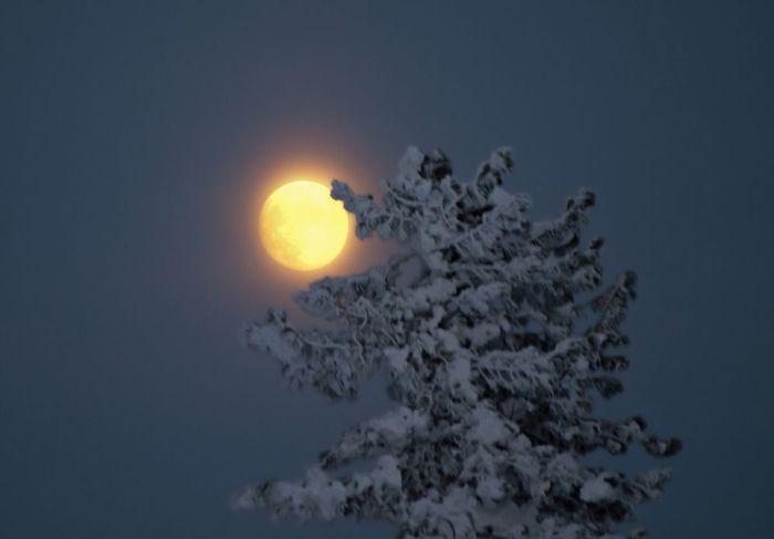 Валерий Пешков. Pro Луну над склонами Мустага