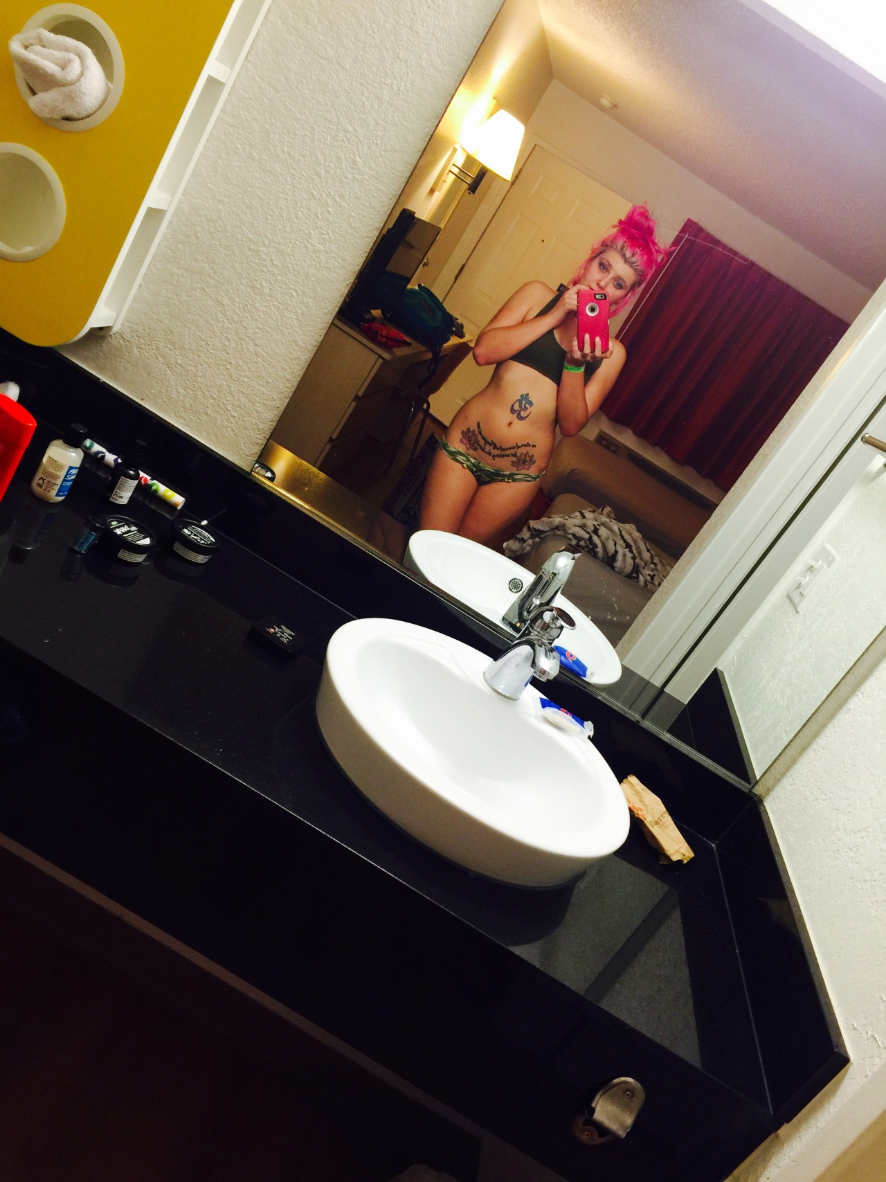 KittyKildare snapping some motel selfies for us