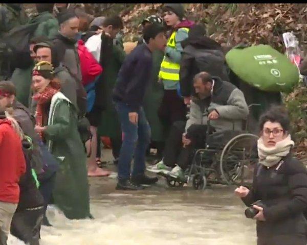 soldan56: Idomeni oggi, ecco come noi europei trattiamo i profughi di guerra, la politica europea è una palude morta