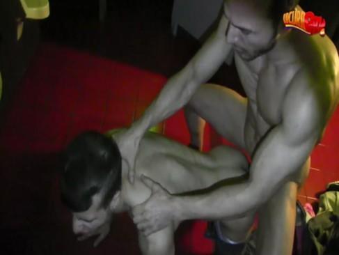 pegação gay em boate espanhola