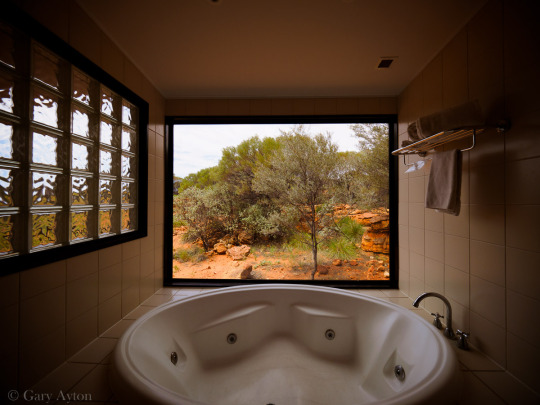 Kings Canyon Resort deluxe room spa with view