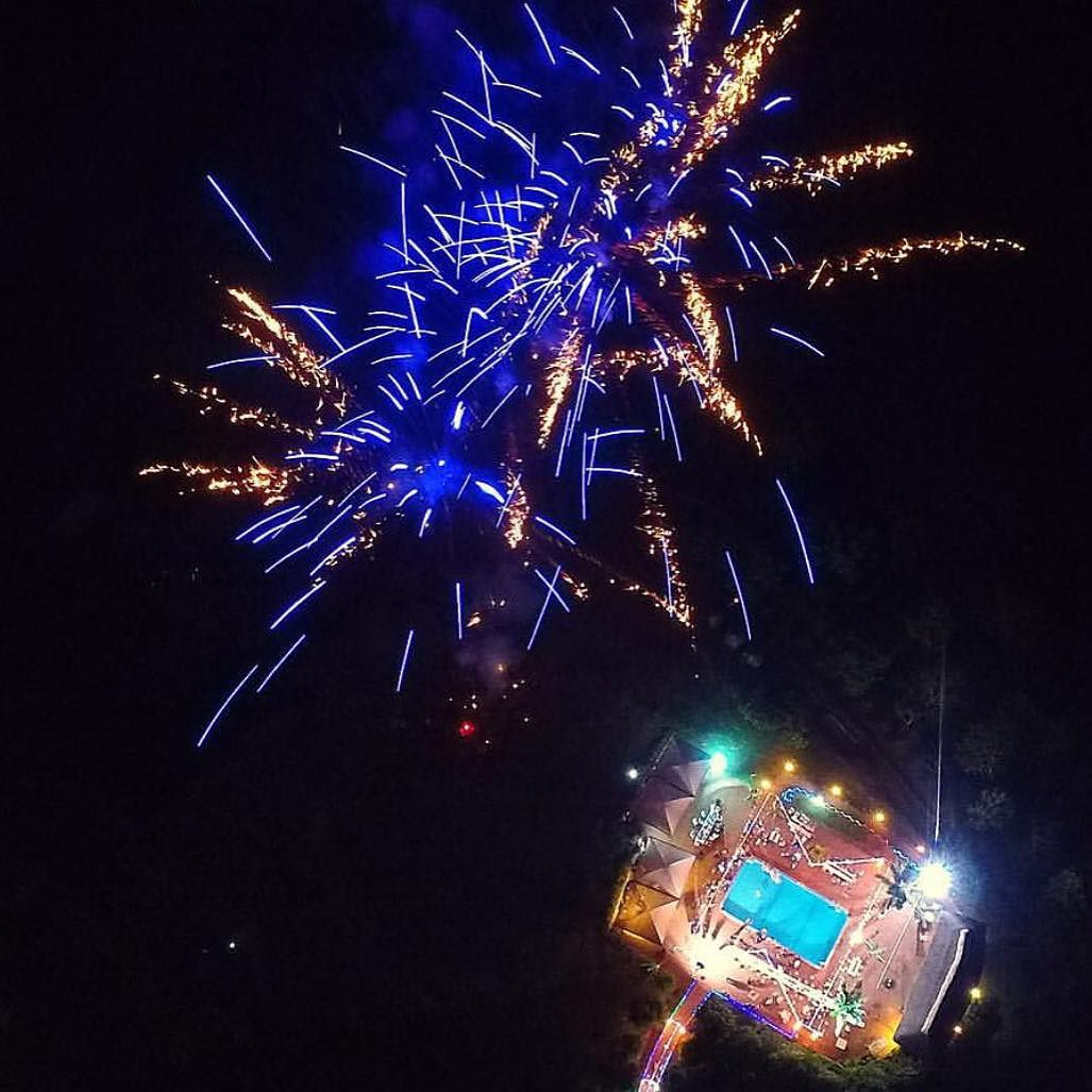 drone dans un feu d'artifice
