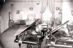 Not your traditional support by a long chalk. Prior to Goblin, those arriving slightly late (ie us) were greeted by a screening of Buneul's Un Chien Andalou. Me? I can never get enough of donkeys in pianos or razored eyeballs. Great stuff!