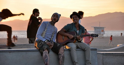 Download Travie McCoy Ft Bruno Mars Billionaire MP3 Download