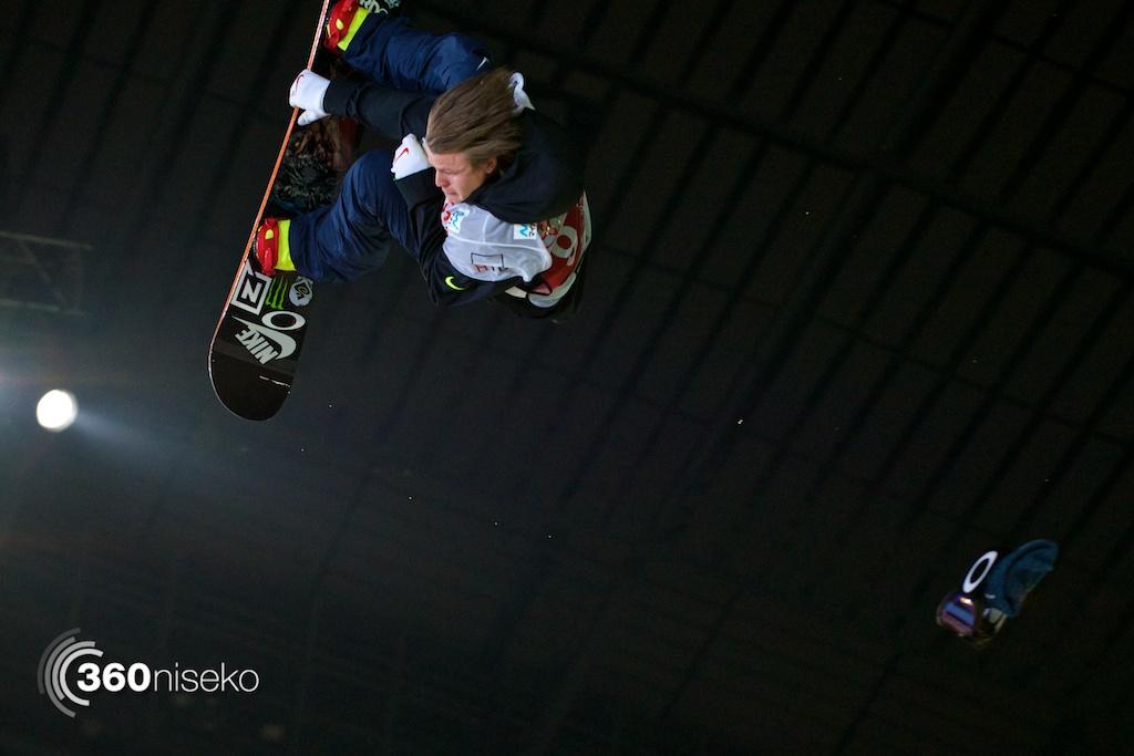 Gjermund Braten loses his goggles mid-flight