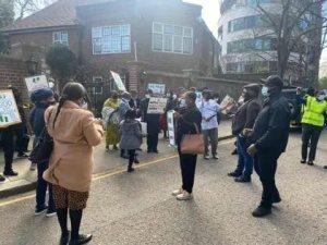 President Muhammadu Buhari's Supporters Storm Abuja House In London, President Muhammadu Buhari's Supporters Storm Abuja House In London, 360okay