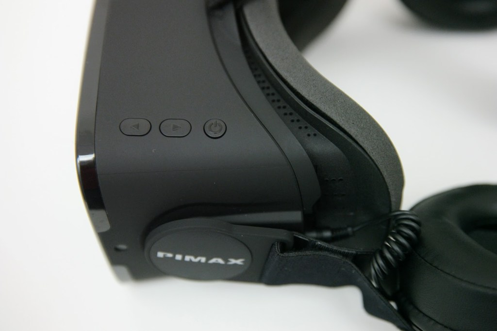 Pimax 4K has simple buttons