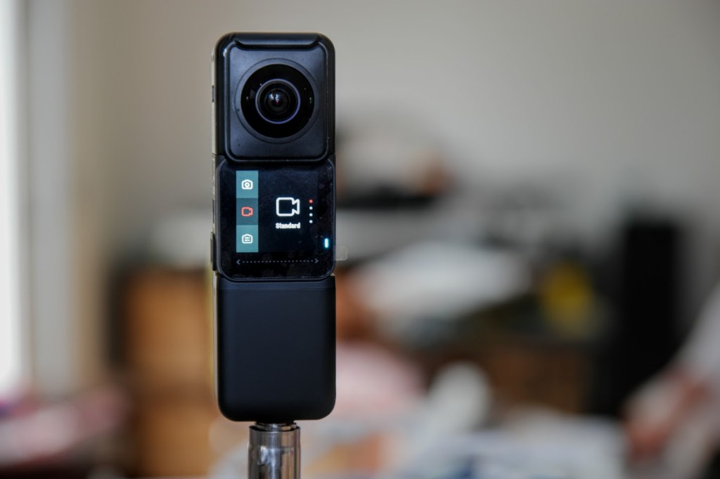 Insta360 One R vertical battery review and FAQ