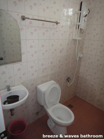 Breeze and Waves Resort - Bathroom