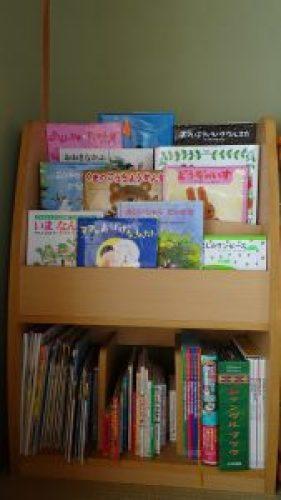 我が家の絵本の本棚