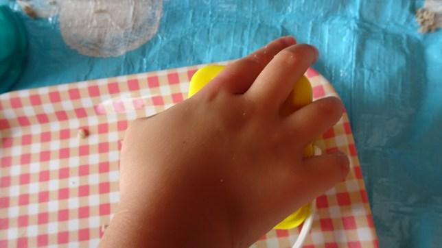 砂遊びで型抜き(4)