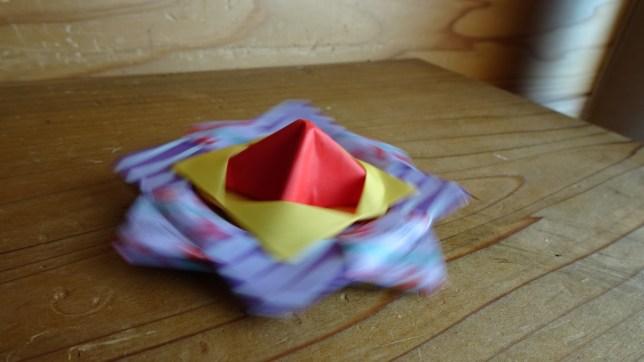 折り紙で作ったこま(3)