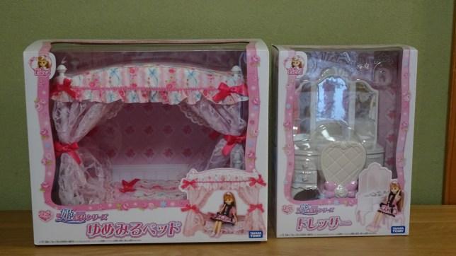 リカちゃん姫家具シリーズの「ゆめみるベッド」&「ドレッサー」(1)
