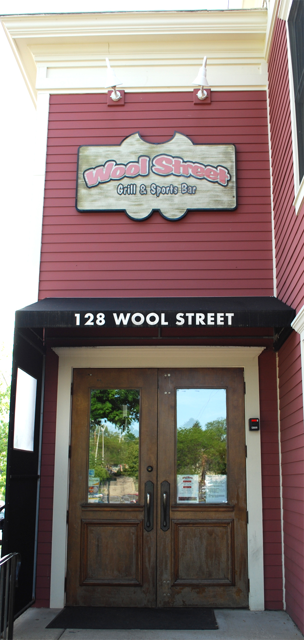 Enjoy a craft beer, yummy pizza or those addictive sweet potato stix at Wool Street.