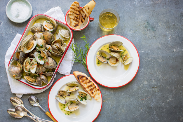 Clams_steamed_with_tarragon_Tableanddish-