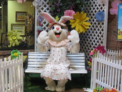 Ice-House-Mall-Easter-Bunny