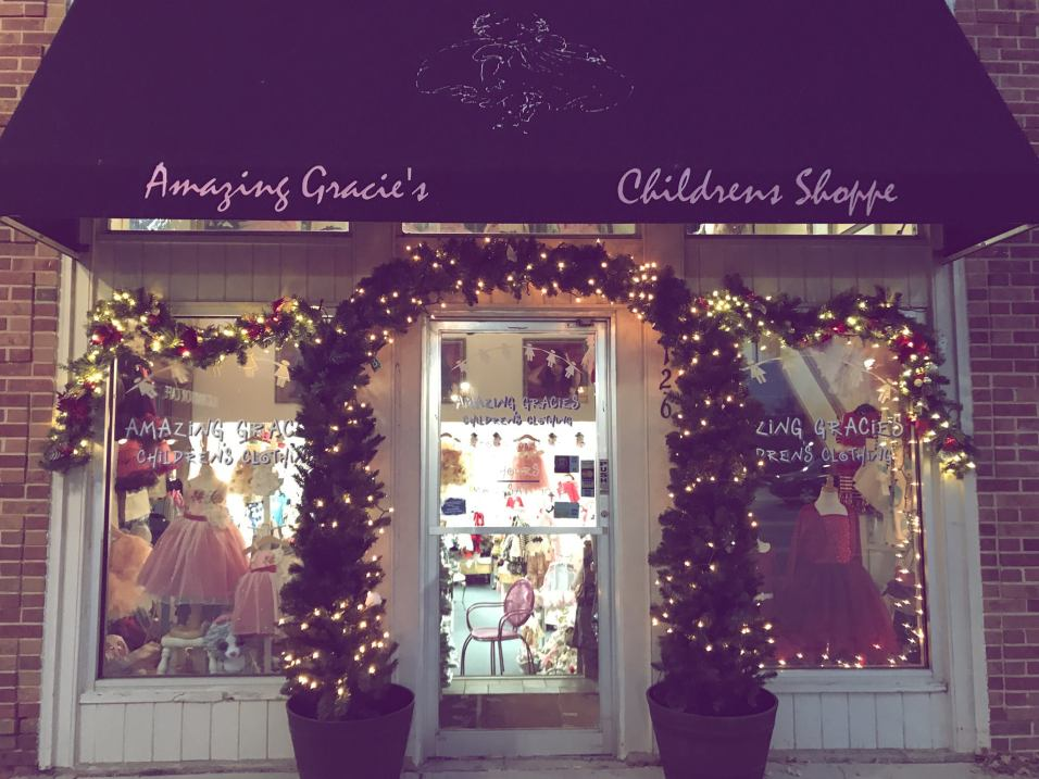 Village of Barrington - Amazing Gracie's Holiday Lights