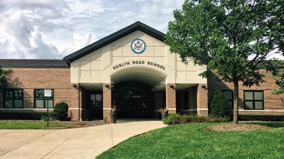 Roslyn Road Elementary School in Barrington, Illinois