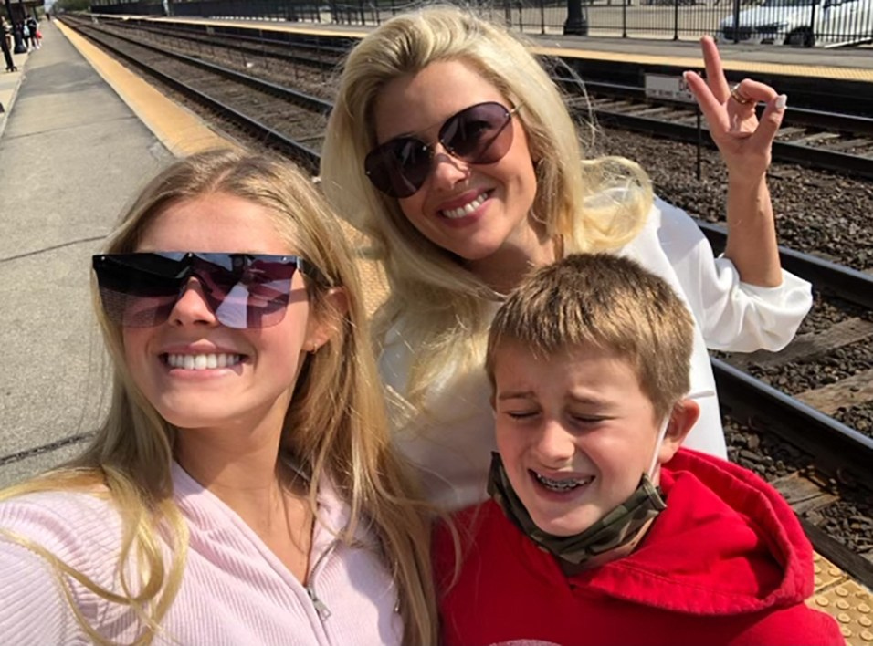Lydia & Brody Shechtman with Mom, Erin
