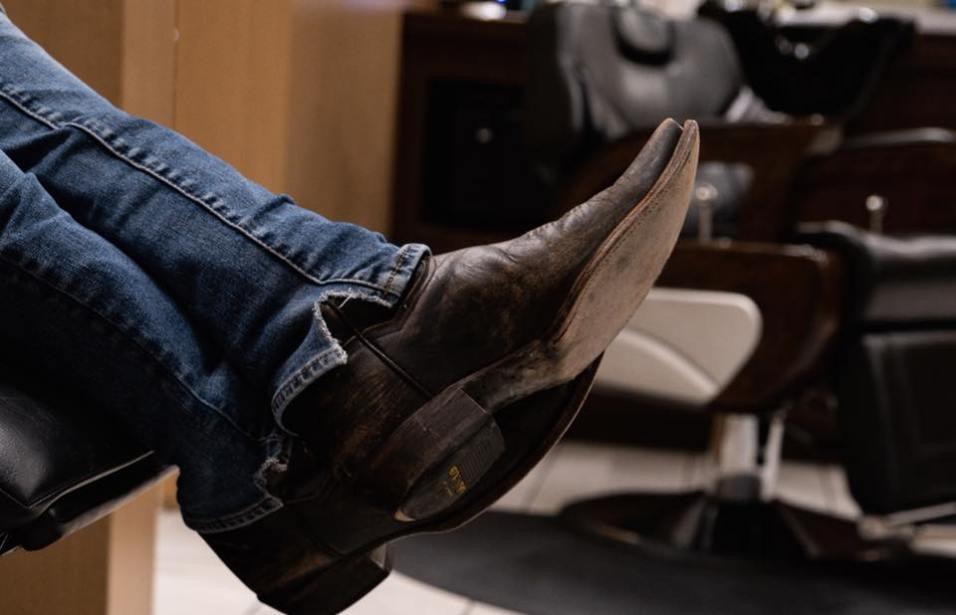 18 8 Fine Men's Salon - Kick Back