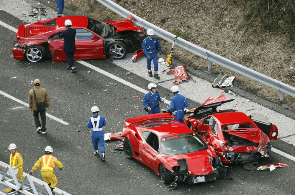 Porsche которые ри протаранила авария произошла возле входа казино monte get rich online casino