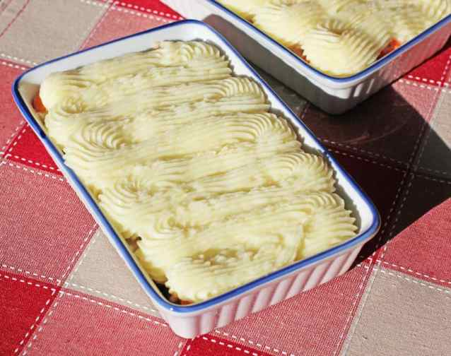 Use your up your Christmas or Thanksgiving dinner leftovers in this delicious Turkey Shepherds Pie | 365daysofeasyrecipes.com