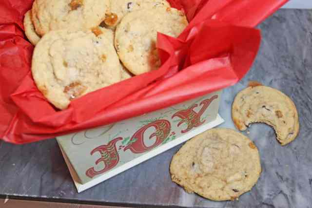Macintosh Toffee Chocolate Chip Shortbread Cookies | 12 Days of Easy Christmas Cookies 365daysofeasyrecipes.com