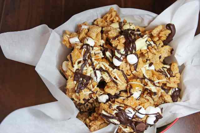 Tuxedo Chex Mix – Decadent party snacks using Chex original cereal and chocolate and Rolo minis and white chocolate and Hershey's Skor Toffee bits. Did I mention there's chocolate? |365daysofeasyrecipes.com