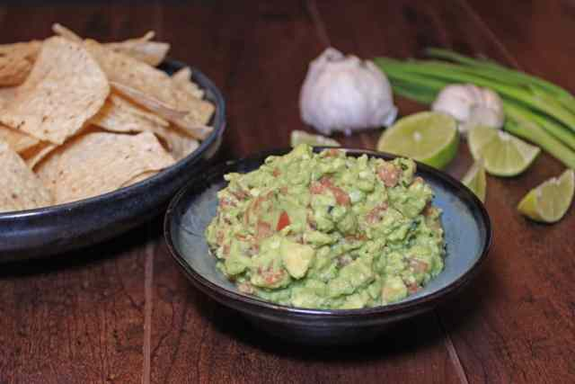 Chunky Guacamole with Tomato | 365 Days of Easy Recipes