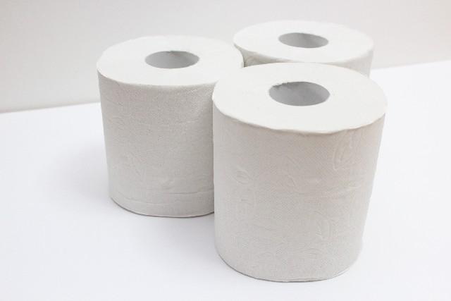 トイレットペーパーを長尺に変えて、時間と家計費を節約する。