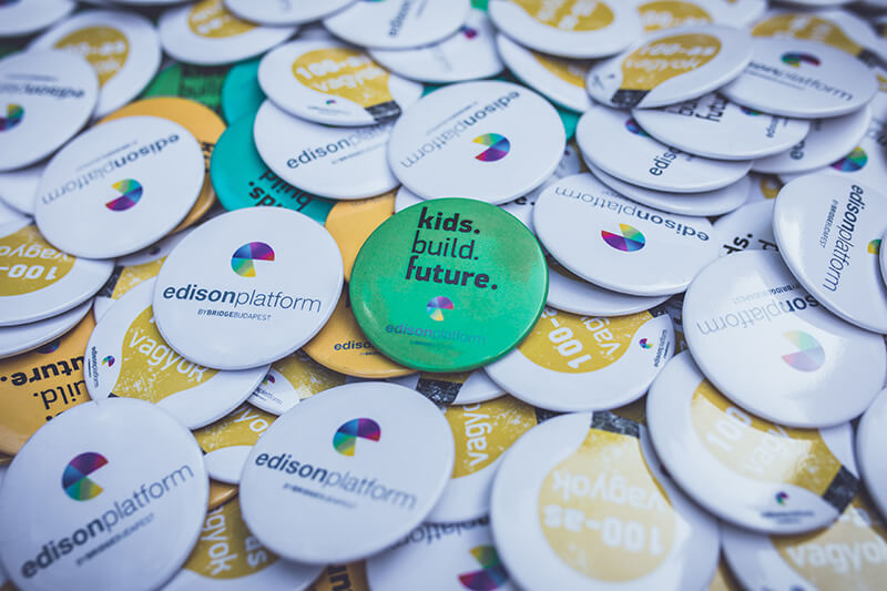 kids.build.future.
