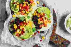 Τι να βάλεις μέσα σε τραγανές τορτίγιες (τοστάδας) για ένα σούπερ υγιεινό γεύμα