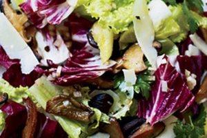 Σαλάτα με σικορέ και μανιτάρια
