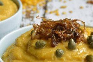 Πανεύκολη συνταγή για φάβα με καραμελωμένα κρεμμύδια
