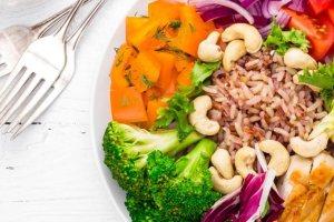 Υγιεινές διατροφικές συνήθειες: 3 κανόνες φαγητού για να τρως πάντα σωστά