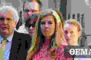 Κάρι Σίμοντς: Η κόρη καλής οικογενείας που έγινε «αντροχωρίστρα» για τον Μπόρις Τζόνσον