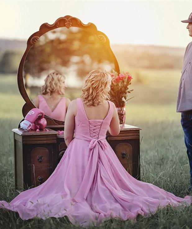 Η μάχη με τον καρκίνο του στήθους σε μια viral φωτογράφηση