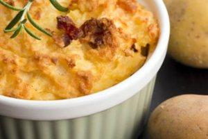 Σουφλέ πατάτας με σπιτική μπεσαμέλ