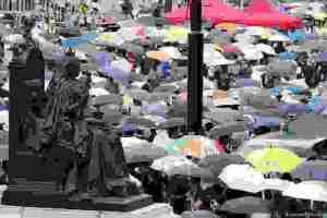 Χιούμορ και ομπρέλες κατά της κυβέρνησης στο Χονγκ Κονγκ   DW   19.08.2019