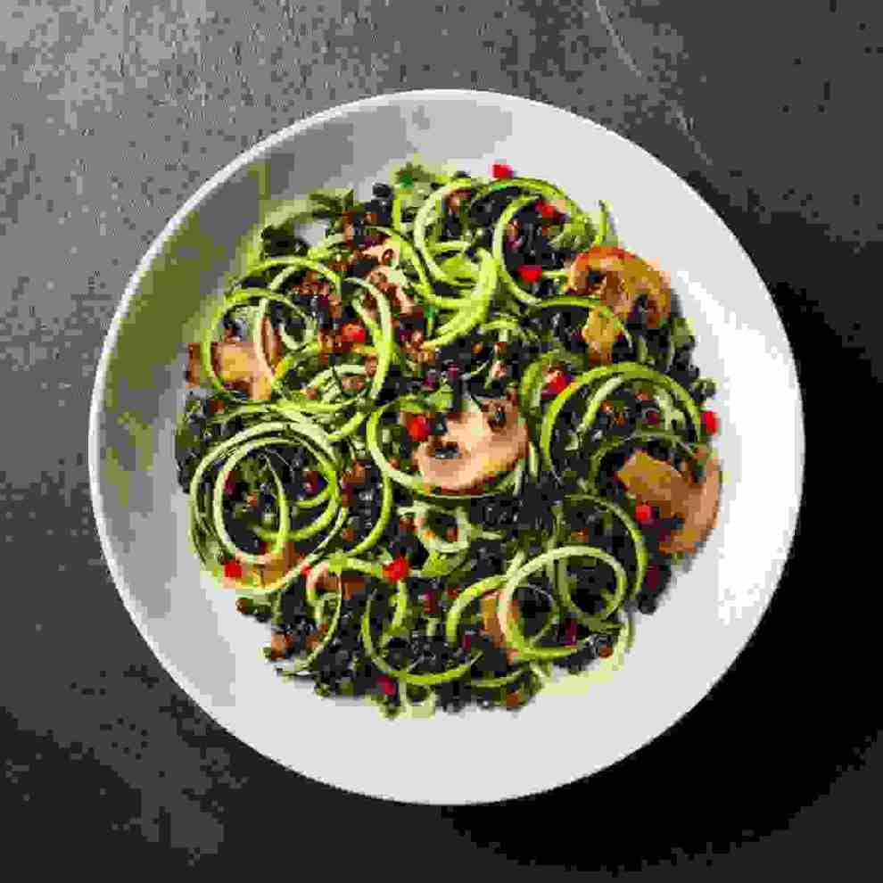 Νoodles έφτιαξες; Δοκίμασε τη σαλάτα με «ζυμαρικά» από λαχανικά