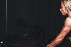 Βρήκαμε τις ασκήσεις που πρέπει να κάνεις για τέλεια γυμνασμένα μπράτσα