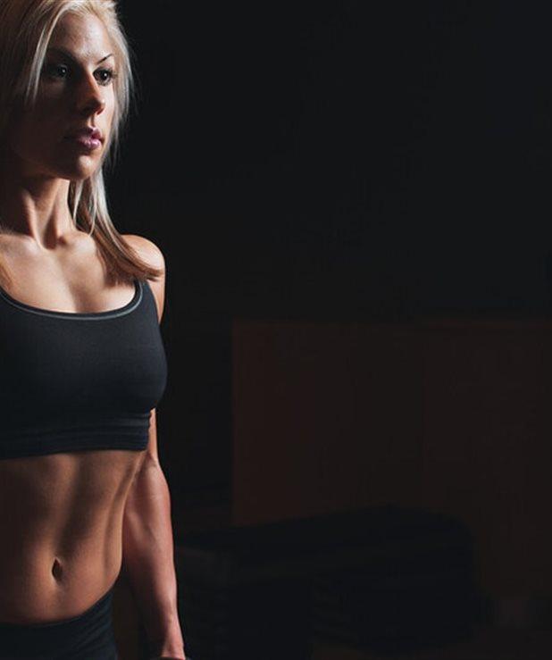 Επίμονα παχάκια στην κοιλιά; Ένα πρόγραμμα που θα σε βοηθήσει να τα ξεφορτωθείς σε 20 μέρες