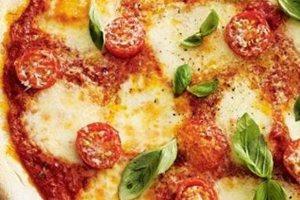 Πίτσα μαργαρίτα με τυρί κρέμα