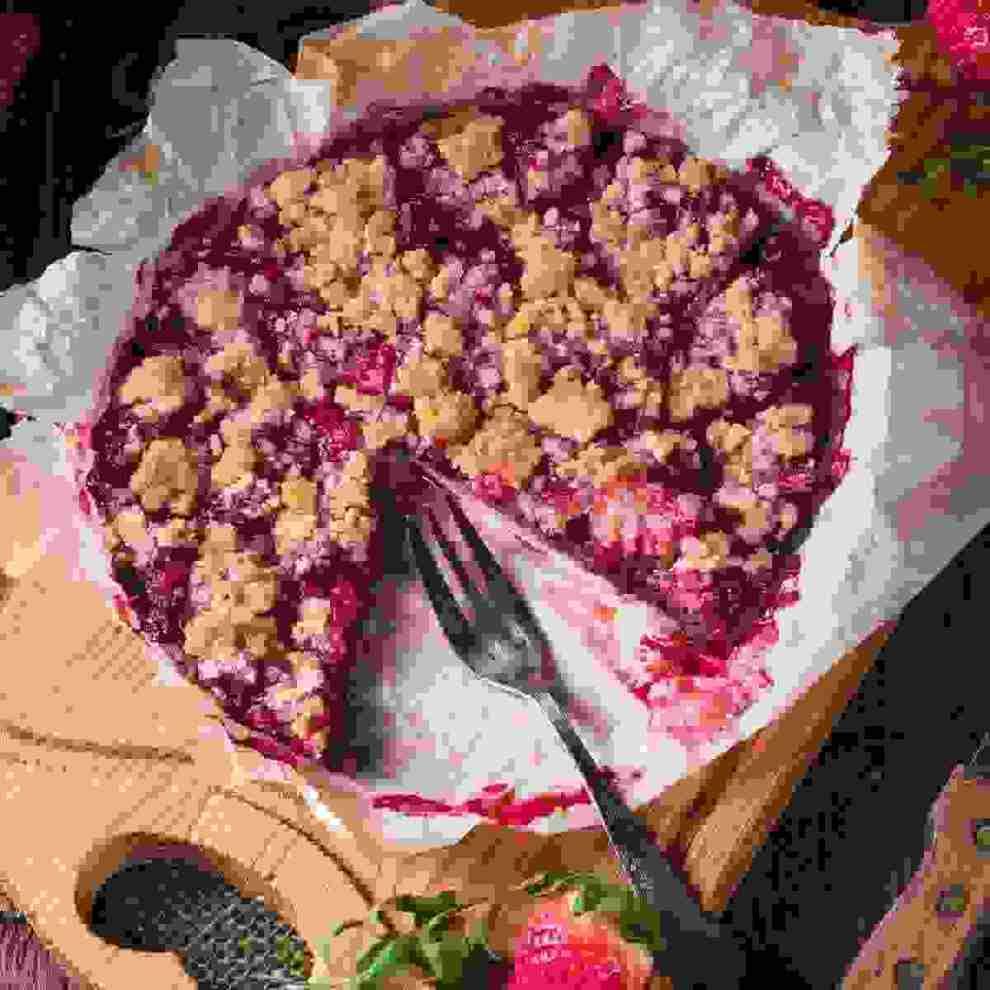 Κραμπλ με ροδάκινα και φράουλες: Πώς θα φτιάξεις τη γιορτινή συνταγή - Shape.gr