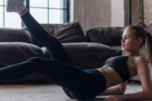 Ασκήσεις για γραμμωμένα πόδια χωρίς βάρη που κάνεις μόνο καθιστή (βίντεο) - Shape.gr