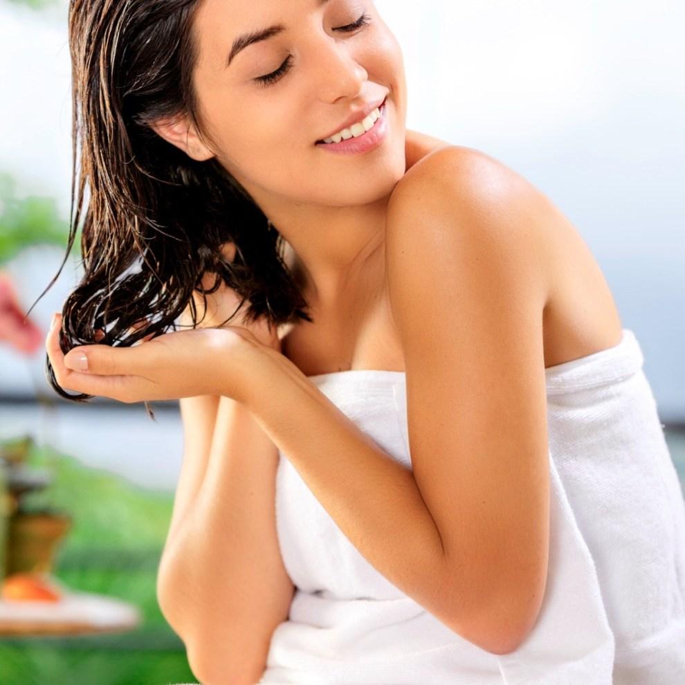 Λάδια για τα μαλλιά: 9 τρόποι χρήσης και πώς εφαρμόζονται - Shape.gr