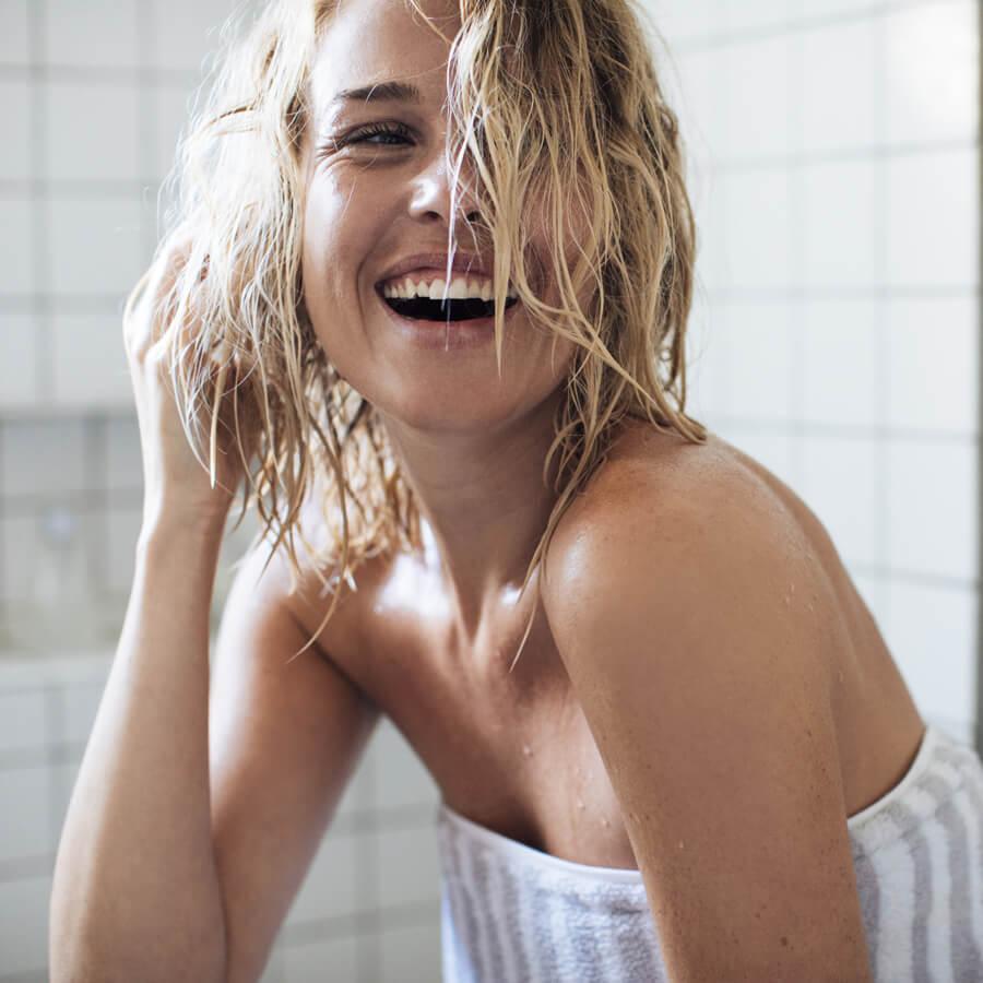 4 φυσικοί τρόποι για να ανοίξεις το χρώμα των μαλλιών σου! - Shape.gr