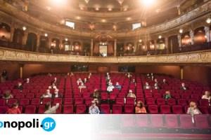 Ένα θέατρο στην Γερμανία ανοίγει ξανά και μεταφέρει την θεατρική εμπειρία της μετα-κορονοϊού εποχής