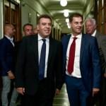 Θεοχάρης-Κόνσολας: Υποχρεώθηκαν σε κοινή δήλωση μετά τις αιχμές του υφυπουργού τουρισμού